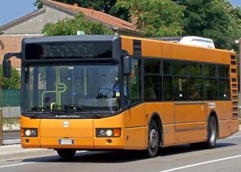 Bus rigenerato a Verona come regalo di Natale dal Papa